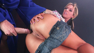Anal queen Nikki Sexx ass fucked by a hard piston