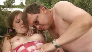 Young hottie takes old schlong in her mouth