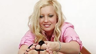Curvy blondie Jennifer beautiful foot show