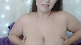 Real big white butt cougar Corinne fingering her wet kitty