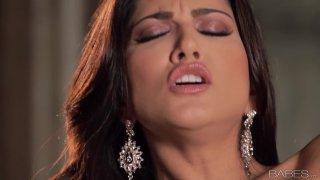 No dick around for gorgeous Sunny Leone so she masturbates