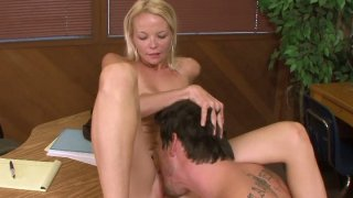 Blonde slut Leah Lust gets her pussy pleased